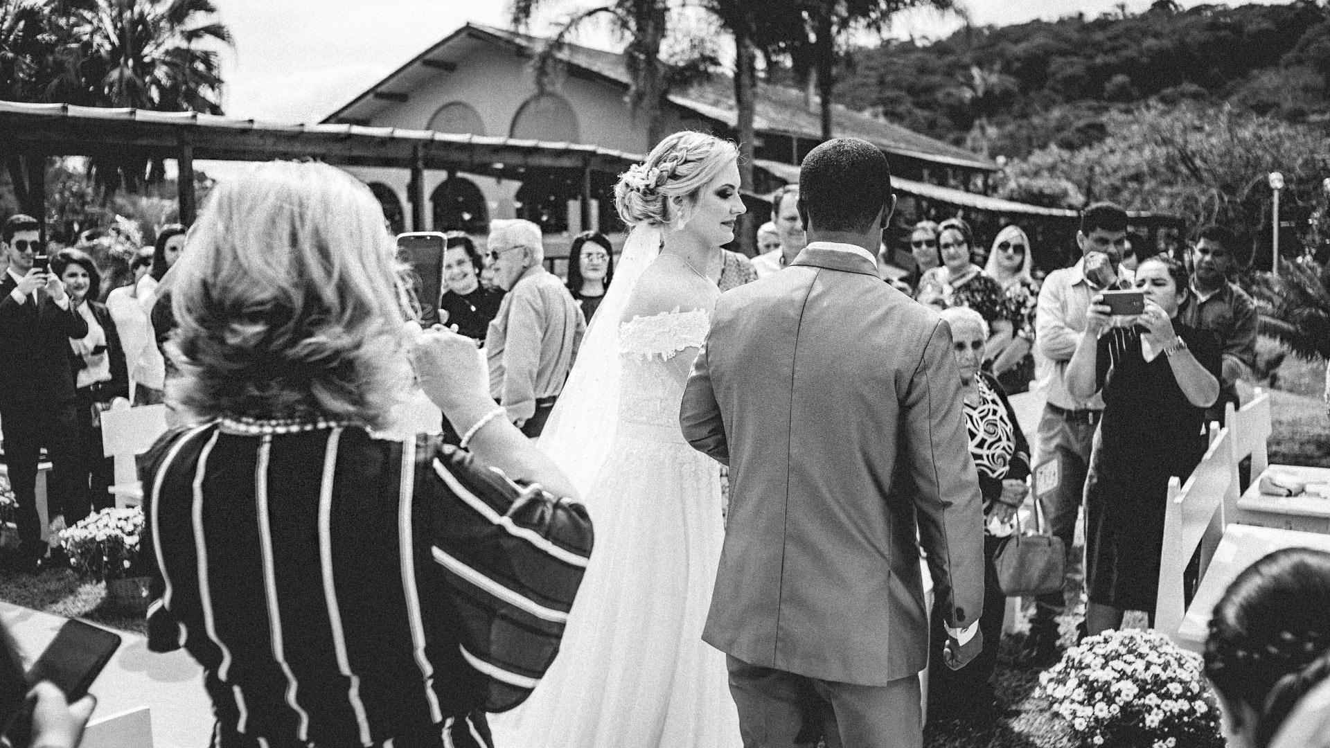 Convidados Fotografando o casamento